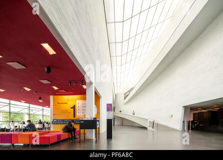 Helsinki Kiasma Museum of Contemporary Art. Interior with entrance to the gallery and  Kiasma Cafe on the left. - Stock Image