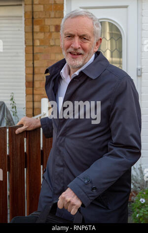 London, United Kingdom. 20 February 2019. Jeremy Corbyn Jeremy Corbyn, The leader of the United Kingdom's Labour party leaves his home in the north London suburb of Islington. Credit: Peter Manning / Alamy Live News - Stock Image