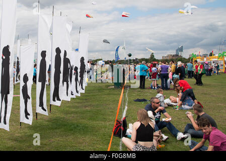 Portsmouth, UK. 15th August 2015. Hundreds turn out for the International Kite Festival in Portsmouth with large - Stock Image