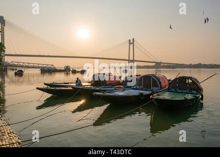 Horizontal view of small boats moored on the Hooghly river in Kolkata aka Calcutta, India. - Stock Image