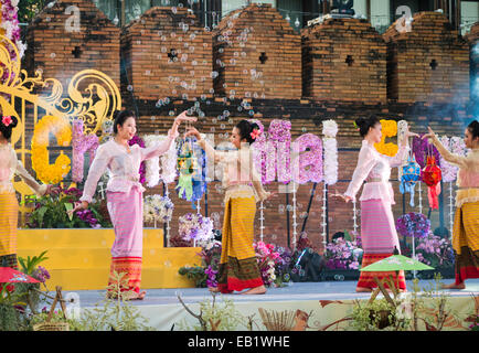 Women in traditional costume dancing during the Chiang Mai Flower Festival in Thailand - Stock Image