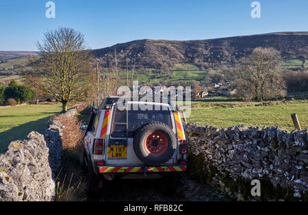 Land Rover on a narrow Green Lane above village of Bradwell. Peak District National Park, Derbyshire, England. - Stock Image