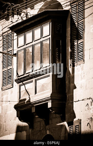 Boxed balcony on a Gozo building - Stock Image