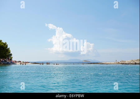 Beautiful exclusive beach on Otok Marinkovac island near Hvar, Croatia. This beach is only accessible but boat. - Stock Image