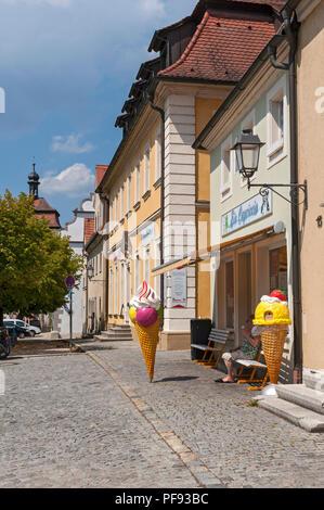 Ice cream parlour, Schlüsselfeld, Franconia, Bavaria, Germany. - Stock Image
