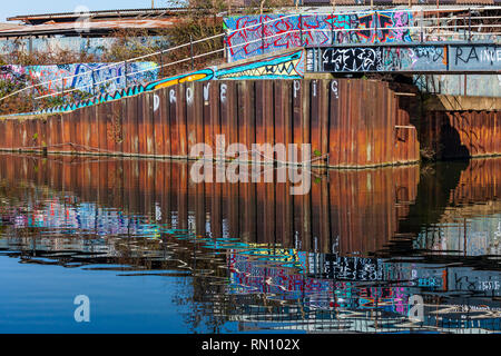 Graffiti. River Lee, Stratford, East London. - Stock Image