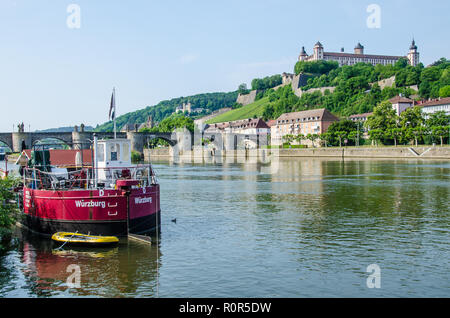 Boat Tours to Veitshöchheim and the Rococo Gardens starting at the 'Alter Kranen' boat pier in Würzburg - Stock Image