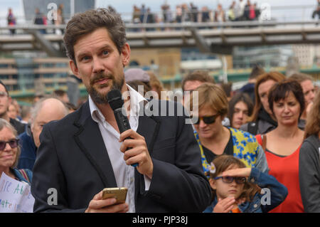London, UK. 8th September 2018. Adam Woodhall of Inspiring Sustainability speaks at the Climate Reality rally outside Tate Modern, one of thousands around the world demanding urgent action by government leaders to leaders commit to a fossil free world that works for all of us.  community leaders, organisers, scientists, s Credit: Peter Marshall/Alamy Live News - Stock Image