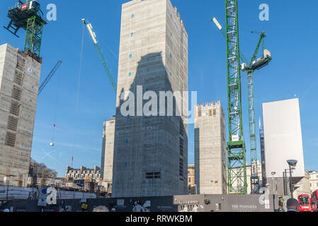 Early construction work under way on the new Peninsula Hotel for the Hong Kong and Shanghai Hotels Group, Grosvenor Place, London, England, UK - Stock Image