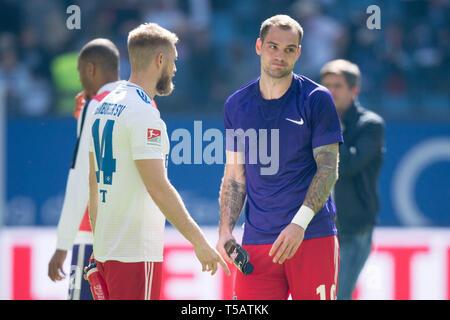 Hamburg, Deutschland. 20th Apr, 2019. Aaron HUNT (left, HH) and Pierre-Michel LASOGGA (HH) are disappointed after the end of the game, disappointed, disappointed, disappointed, sad, frustrated, frustrated, late-rate, half figure, half figure, Soccer 2. Bundesliga, 30. matchday, HSV Hamburg Hamburg Hamburg (HH) - FC Erzgebirge Aue (AUE) 1: 1, on 20.04.2019 in Hamburg/Germany. ¬ | usage worldwide Credit: dpa/Alamy Live News - Stock Image