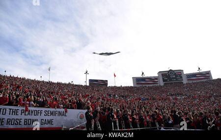 Pasadena, California, USA. 01st Jan, 2018. A B2 Bomber flies over the stadium during the 2018 Rose Bowl semi-final - Stock Image