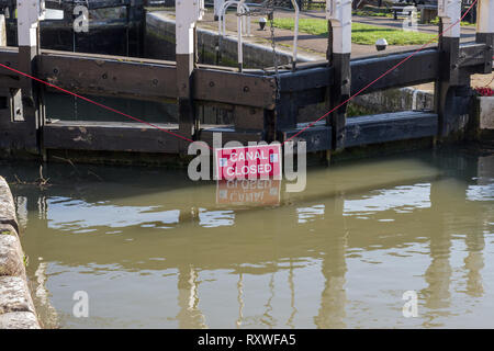 Red canal closed sign hanging on lock gates, Stoke Bruerne, Northamptonshire, UK - Stock Image