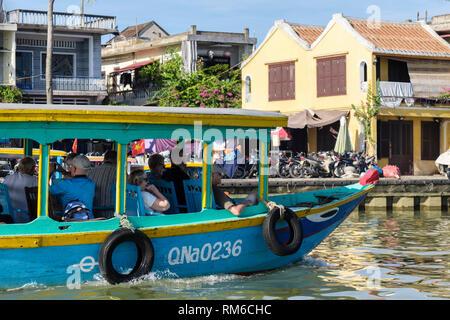 Tourists aboard a boat sailing on Thu Bon River tour. Hoi An, Quảng Nam Province, Vietnam, Asia - Stock Image