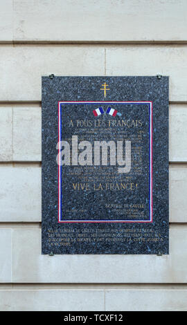 Wall plaque in Carlton Gardens, City of Westminster, London, SW1, UK: General Charles de Gaulle and the Headquarters of the Free French Forces in 1940 - Stock Image