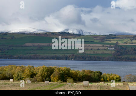 Cromarty Firth, Scotland. 26th Oct 2018. UK Weather: First snow from this weekend's  yellow 'severe' weather warning. And passing shower over Cromarty bridge with rainbow  Cromarty Firth, Scotland Credit: Chris Jones/Alamy Live News - Stock Image