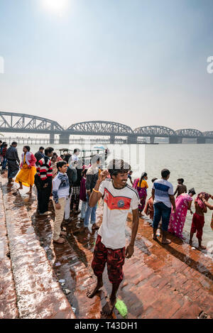 Vertical view of people at the Kalighat on the banks of the Hooghly river in Kolkata aka Calcutta, India. - Stock Image