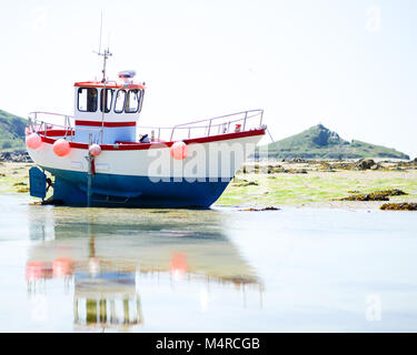 Fishing boat at low tide on Herm, Channel Islands. UK - Stock Image