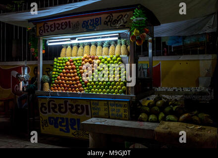 Place: Ahmedabad, Gujarat, India. Capture date: March-25-2018. Photo of local juice street vendor on streets of India displaying fruits on cart. - Stock Image