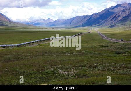 The trans Alaskan pipeline in the northern Brooks Range near Valdez, Alaska. - Stock Image