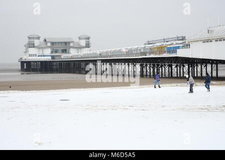The Grand Pier. Weston super mare. UK. 2nd March, 2018. Snow on the beach with people milling around. Credit: Tony - Stock Image