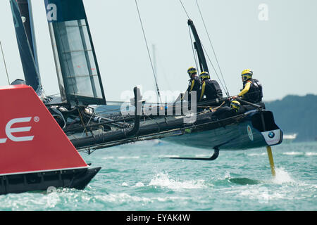 Portsmouth, UK. 25th July 2015. Artemis Team Sweden crew in action as they round the windward mark during race two - Stock Image