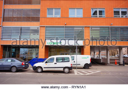 Poznan, Poland - March 8, 2019: Parked cars in front of a Luxmed medical office in the Globis building on the Slowackiego street in the city center. - Stock Image