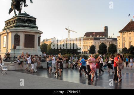 Tango Argentino street dancing in Vienna, Austria - Stock Image