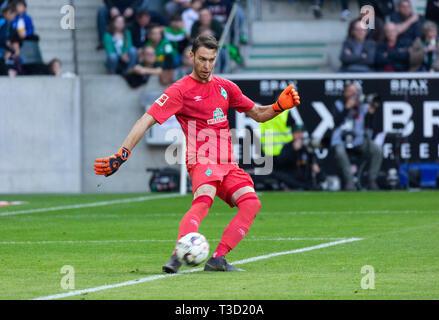 sports, football, Bundesliga, 2018/2019, Borussia Moenchengladbach vs SV Werder Bremen 1-1, Stadium Borussia Park, scene of the match, keeper Jiri Pavlenka (Bremen), DFL REGULATIONS PROHIBIT ANY USE OF PHOTOGRAPHS AS IMAGE SEQUENCES AND/OR QUASI-VIDEO - Stock Image