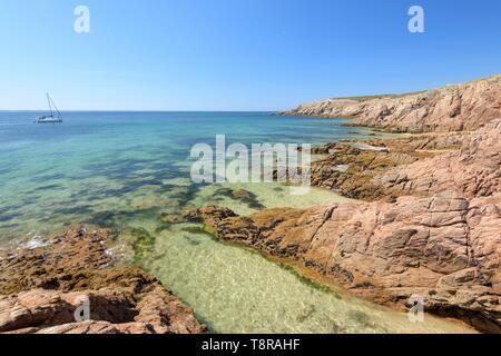 France, Morbihan, Houat, cote ouest, sentier entre Beg Salus et Portz Plouz - Stock Image