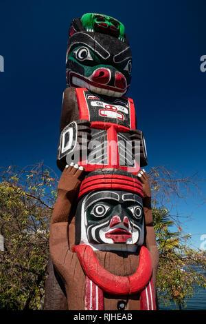 Victoria_Bear Totem - Stock Image