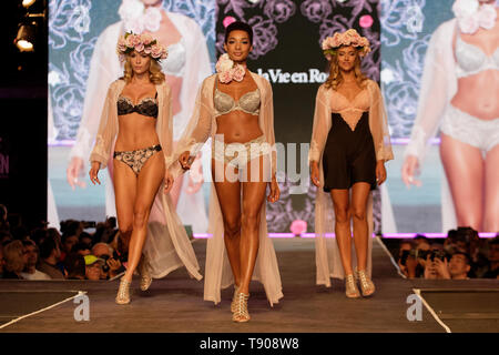 Montreal,Canada. Models on the runway at the La Vie en Rose fashion show held during the Fashion and Design Festival. - Stock Image