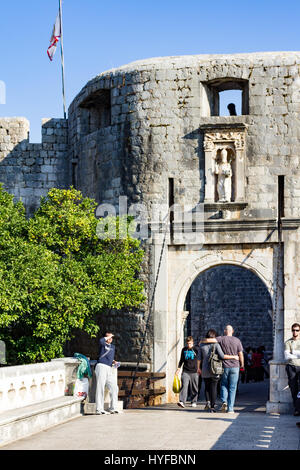 Tourists enjoy the Old City in Dubrovnik - Stock Image