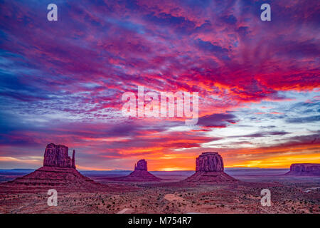 The Mittens at sunrise, Monument Valley Tribal Park, Arizona/Utah - Stock Image