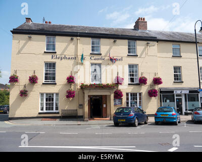 Elephant and Castle Hotel in Newtown, Powys Wales UK - Stock Image