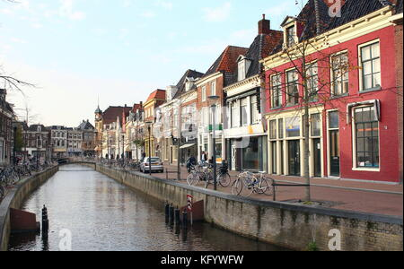 Old houses along Wortelhaven canal in the medieval city centre of the Frisian capital Leeuwarden, The Netherlands. - Stock Image