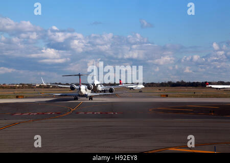 Airplanes queuing up for takeoff, JFK International Airport, Queens, NY, USA - Stock Image