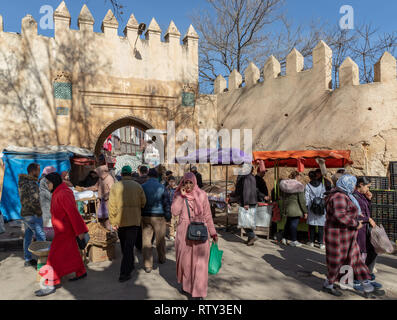 Crenellated entrance to the medina and souq, Sefrou, Morocco - Stock Image