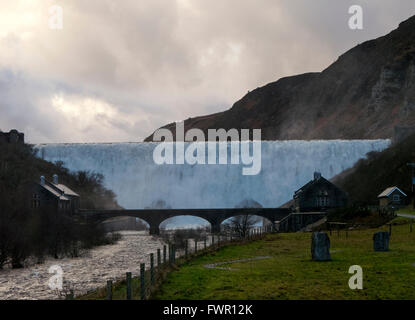 Caban Coch dam spectacular heavy overflowing water in the Elan Valley, Powys Wales UK. - Stock Image
