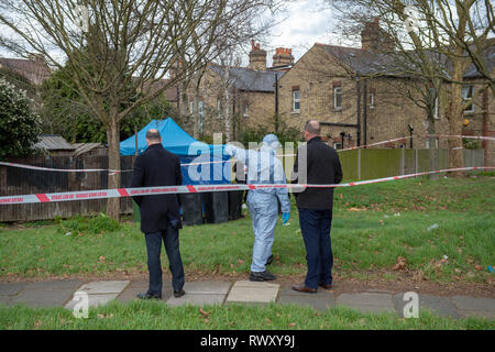 Richmond, United Kingdom. 7 March 2019. A murder investigation has been launched in Richmond after the body of a woman was found. Laureline Garcia-Bertaux, 34, from Richmond, was reported missing after she did not turn up for work on Monday, 4th March 2019. During the late evening of Wednesday, 7 March, officers located a body in a shallow grave in a garden in Darell Road, Kew. Credit: Peter Manning/Alamy Live News - Stock Image
