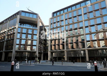 Exterior view of the Bloomberg Building offices on Queen Victoria Street in the City of London England UK    KATHY DEWITT - Stock Image