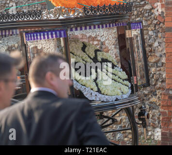 Braintree, UK. , . funeral of Prodigy frontman Keith Flint at St Mary's Church in Bocking attended by hundreds of his fans A spider wreath, a symbal of The Prodigy Credit: Ian Davidson/Alamy Live News - Stock Image