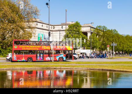 SIGHT-SEEING TOUR , CITY TOUR, BUS IN FRONT OF HAUS DER KUNST MUSEUM, MUNICH, BAVARIA, GERMANY - Stock Image