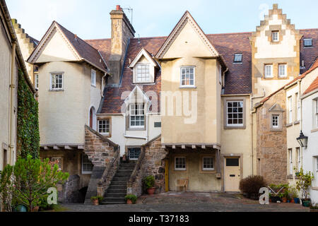 Edinburgh (Scotland) - Whitehorse Close and its typical old houses in Canongate, Old Town - Stock Image
