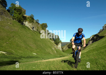 Doug Blane mountain biking Cavedale Castleton in the Peak District National Park Derbyshire UK England GB Great - Stock Image