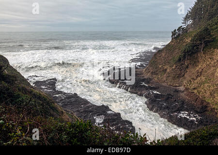 Stormy seas pound into the Devil's Churn and Cape Perpetua' coastline south of Yachats along the scenic - Stock Image