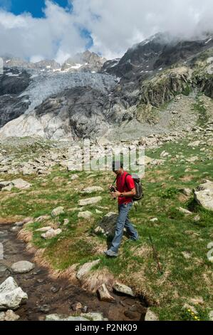 France, Hautes Alpes, Guillaume Christian high mountain professional guide and the Glacier Blanc from Tuckett lake down side of Refuge - Stock Image