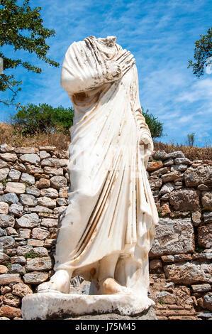 Headless Hercules statue on pedestal, Ephesus, Turkey - Stock Image