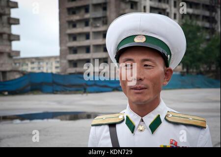 Agent de police à un carrefour de la ville de Kaesong le 8 octobre 2012. Police officer at a crossroads in - Stock Image