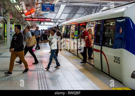 Passengers Leaving MRT (Mass Rapid Transit) Train at KL Sentral Station, Kuala Lumpur, Malaysia. - Stock Image