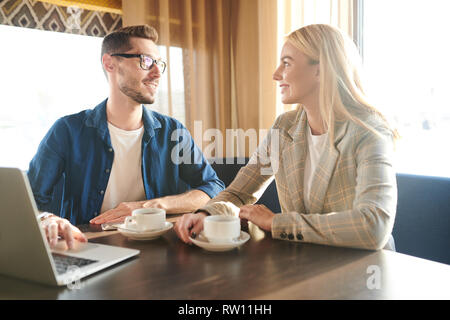 Colleagues at meeting in cafe - Stock Image